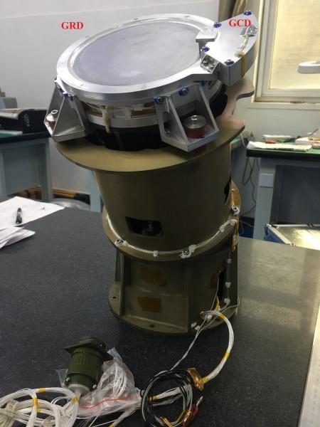 Un des trois modules du Moniteur de sursauts gamma (GRM). Le détecteur (GRD) est un cristal en Iodure de Sodium (NaI) de 200 cm2 couplé à un détecteur d'étalonnage (GCD) situé sur le bord. @IHEP