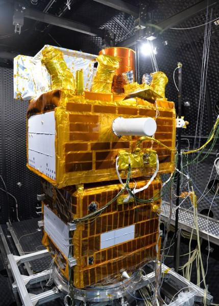 Thermal vacuum testing of the SVOM satellite, qualification model (Shanghai)