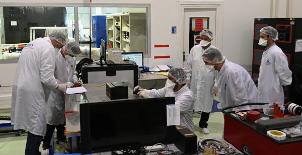 Réception et contrôle du modèle de vol de l'UGTS en salle Signe-3 au CNES