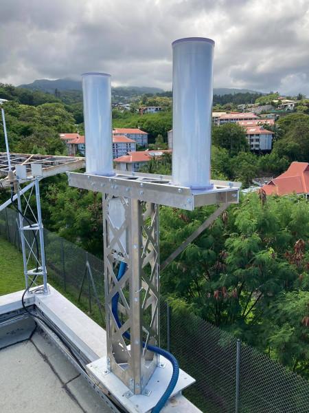 Cette station a été installée sur le toit du bâtiment de l'université de Polynésie française.