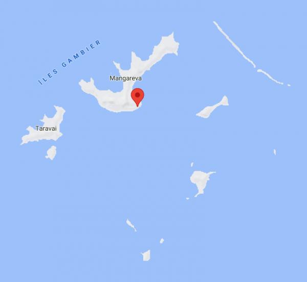 Localisation de la station Rikitea sur l'île de Mangareva en Polynésie française, vue rapprochée